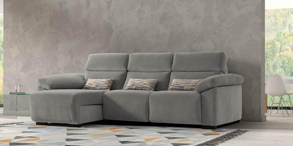 Cómo limpiar en seco los tapizados de tela de tu sofá o sillón en Madrid