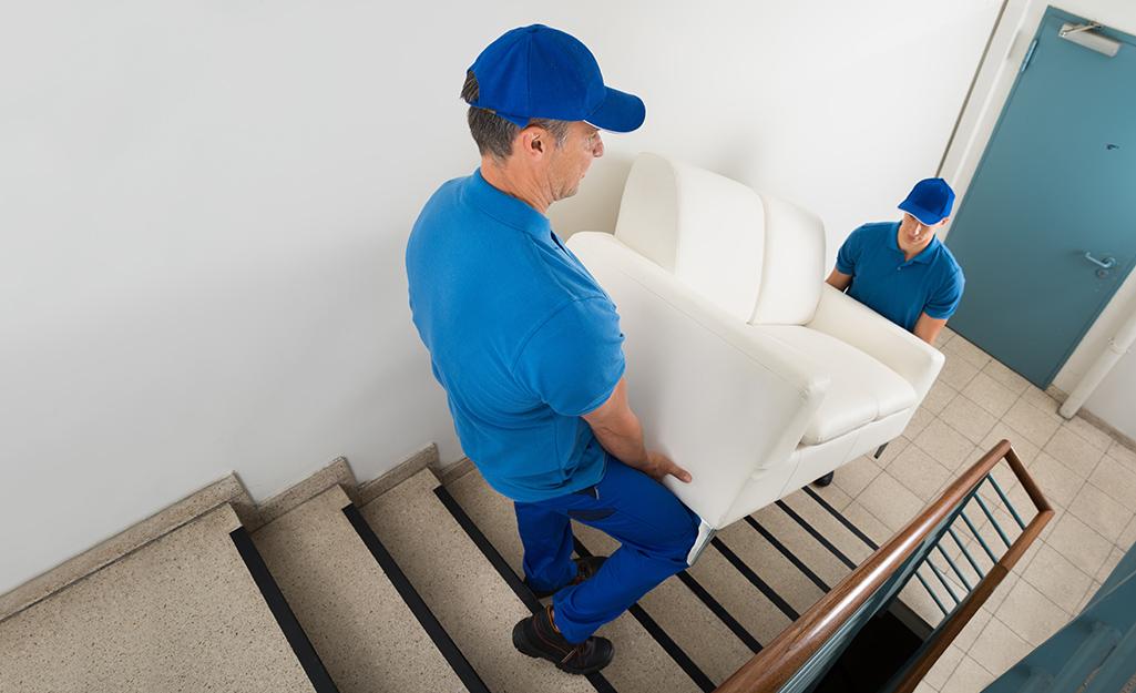Cómo bajar y subir sofás por las escaleras