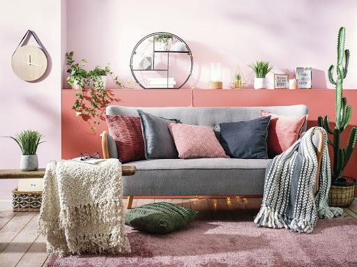 Cómo colocar las mantas sobre tu sofá de tienda de muebles en Móstoles